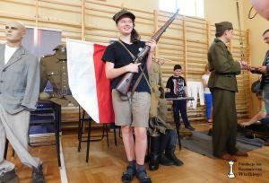 Pokaz umundurowania i uzbrojenia Żołnierzy Wykletych w wykonaniu Grupy Rekonstrukcji Historycznej